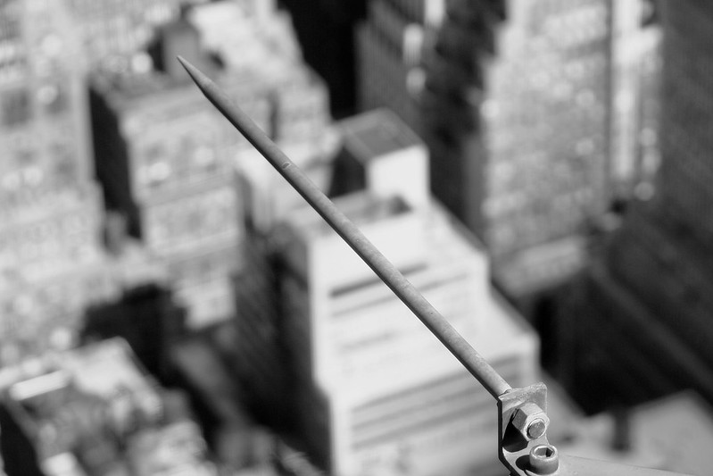 Para-raios no Empire State Building. Fonte: ShotsAtRandom, Lightning Rod