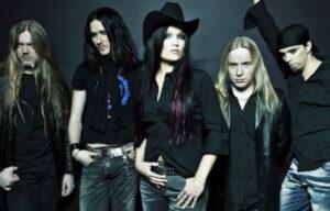 Uma das primeiras formações do Nightwish: Marko Hietala, Tuomas Holopainen, Tarja Turunen, Emppu Vuorinen e Jukka Nevalainen. Fonte: goodfon