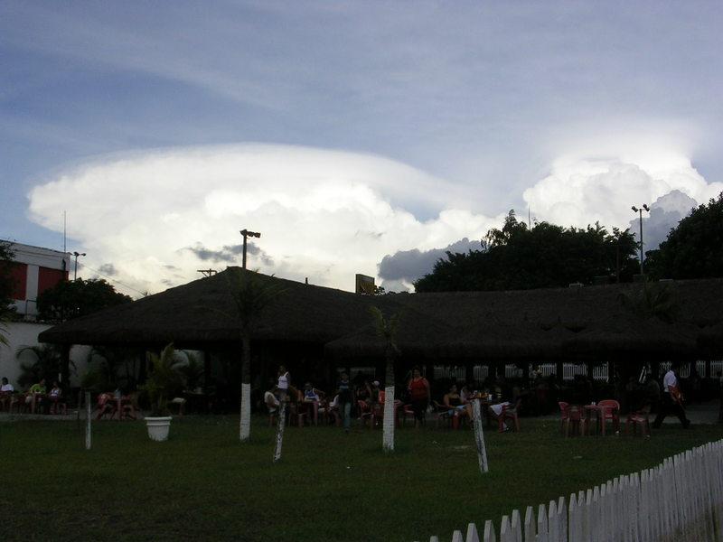 Cumulonimbus pileus. Foto: ViniRoger