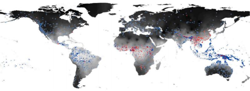 Distribuição de línguas com tom complexo (pontos vermelhos) e sem tom complexo (pontos azuis) - sombreamento mais escuro no mapa corresponde a valores mais baixos deumidade do ar. Fonte: Everett et al. (2015)