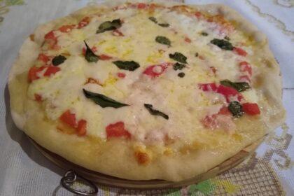 Pizza marguerita feita seguindo ao máximo a receita tradicional napolitana. Foto: Eliana Reis