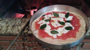 Pizza marguerita feita na churrasqueira. Foto: ViniRoger
