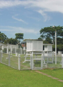 Cercado da estação Meteorológica do Cientec em dezembro de 2005 - capa dos boletins anuais da estação em 2005, 2006 e 2007. Foto: ViniRoger