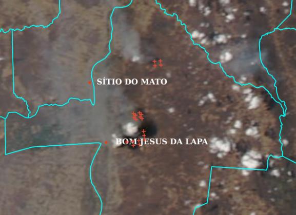Imagem do satélite Aqua de 22/09/2021 mostrando nuvens de fumaça e pontos de queimadas marcados com cruzes vermelhas. Fonte: INPE