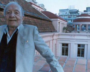 Mario Quintana no Centro Cultural que leva seu nome, antigo Hotel Majestic de Porto Alegre, onde morou de 1968 a 1980. Foto: Dulce Helfer / Correio do Povo
